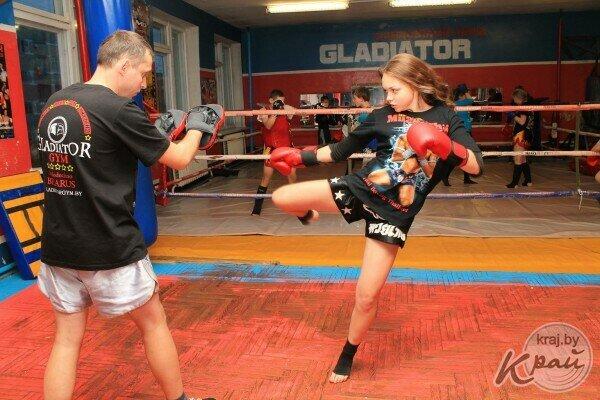 Видео красивые девушки избивают друг друга на ринге фото 465-56