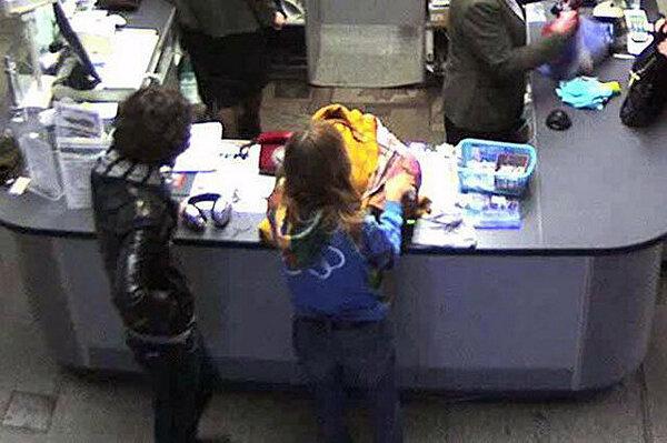 Видео парень и девушка снимают с себя одежду фото 91-790