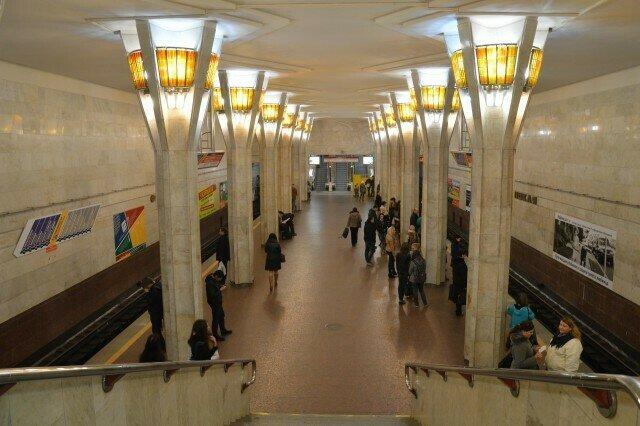 """Станция Минского метро """"Октябрьская"""""""