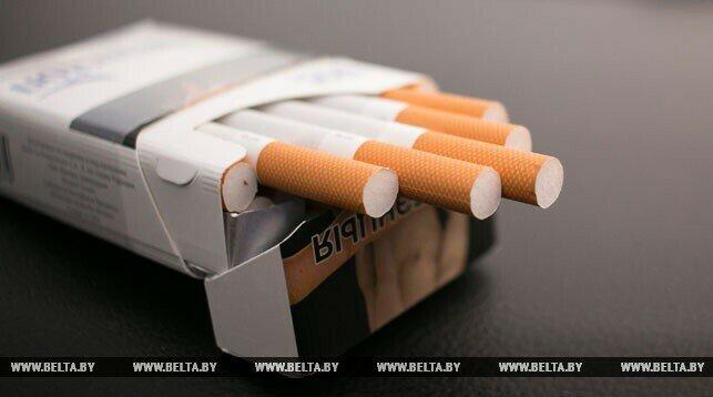 Сперма секс с сигаретой на краю кровати тоже