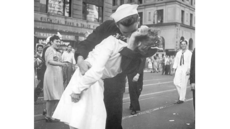 https://nn.by/img/w750d4/photos/z_2019_02/ct-times-square-kiss-photo-sailor-death-201902-001-6hbs8.jpg