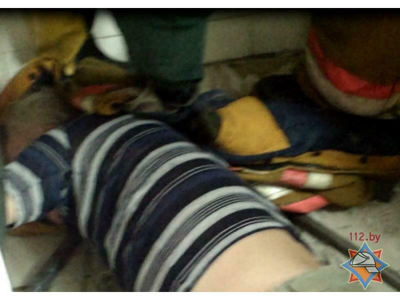 Девушку сунули головой в унитаз очко фото 227-951