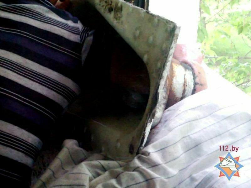 Девушку сунули головой в унитаз очко фото 227-137