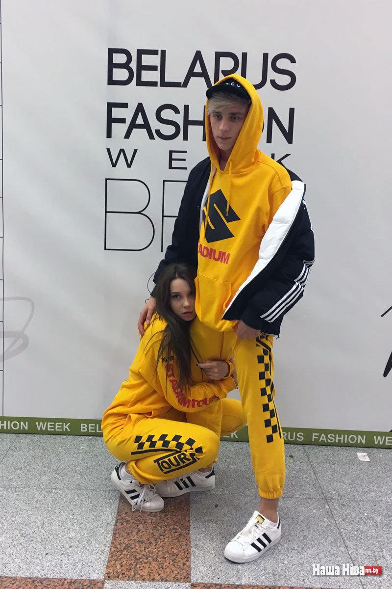 Влад Бумага и Юля в спортивной одежде