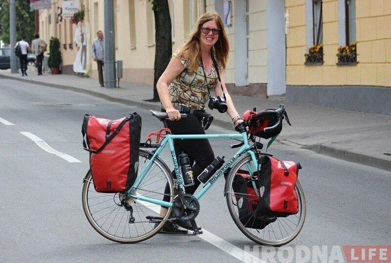 Велопутешественница из Бразилии дала Беларуси второй шанс - приехала в Гродно. И столкнулась с теми же проблемами