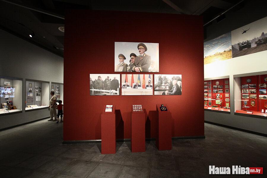 Групповой секс устроенный в музее