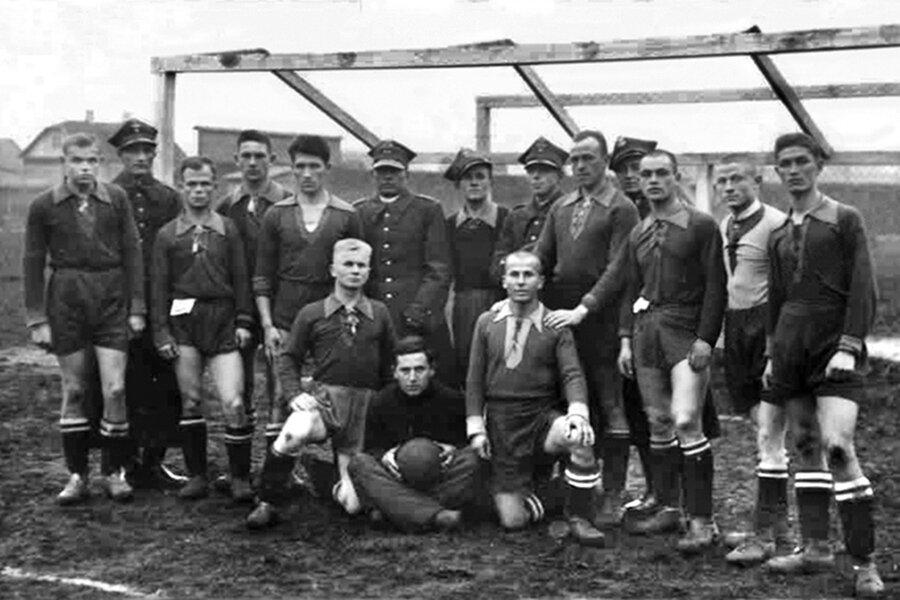 Как Лидский замок при Польше превратили в футбольный стадион