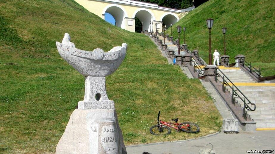 Цена на памятники в гродно к 9 мая памятники в ростове на дону доклад