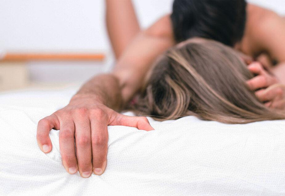Анальный секс с юной девочкой