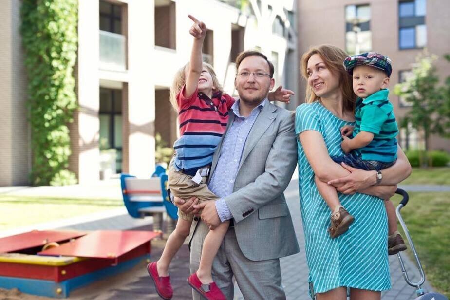 Андрей Дмитриев с семьей.