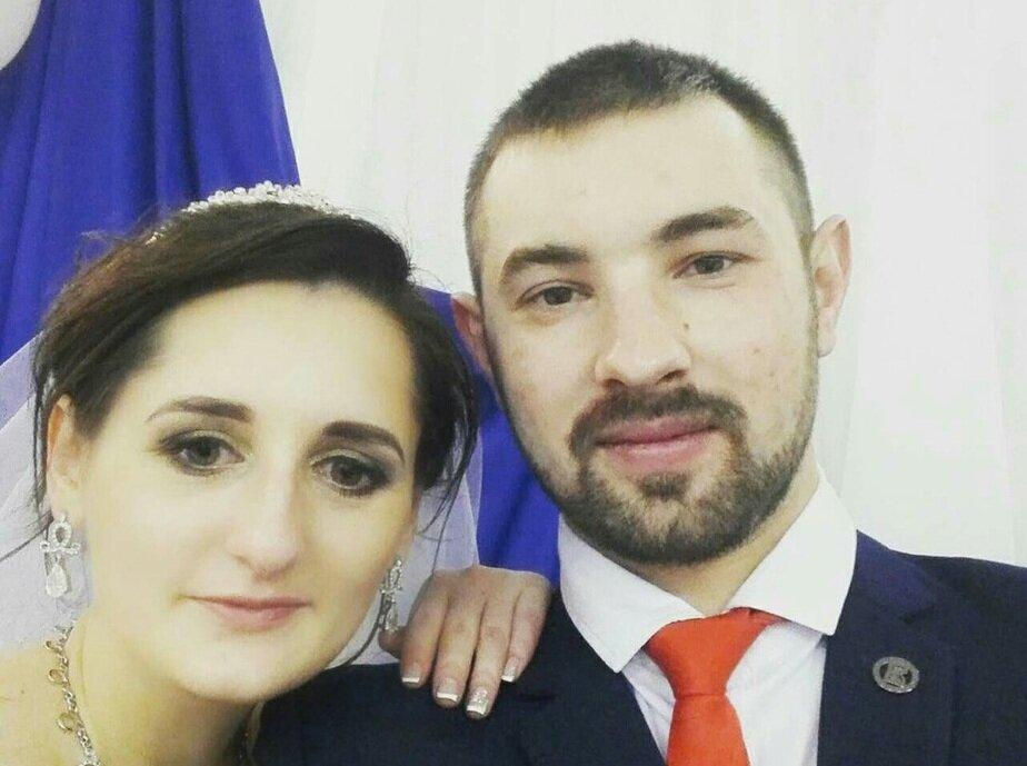 Родители Артема, свадебное селфи из соцсетей: оба работают на агрокобинате «Снов»