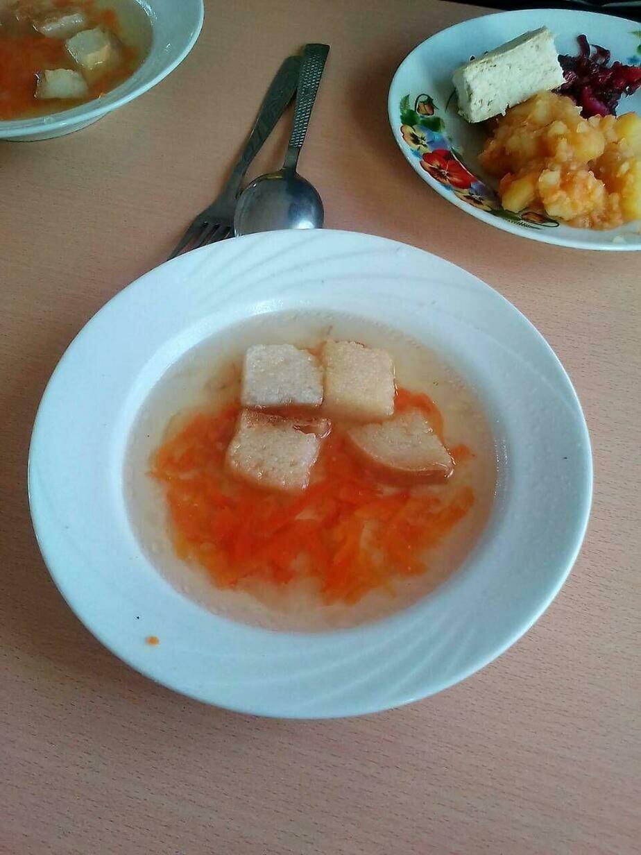 Такой обед в СШ №10 Слонима стоит 2 рубля. Фото: «Наша Нiва»