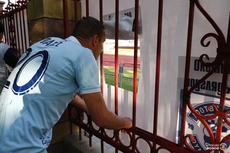 В Бресте можно посмотреть футбол на очень странных «местах для подглядывания»