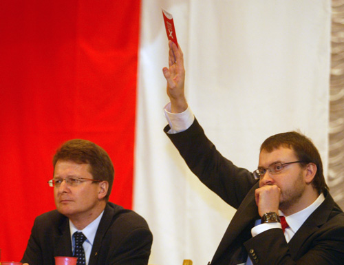 Vincuk Viachorka (left) and Ales Mikhalevich during a meeting of Belarusan Popular Front. Photo by Julia Darashkevich