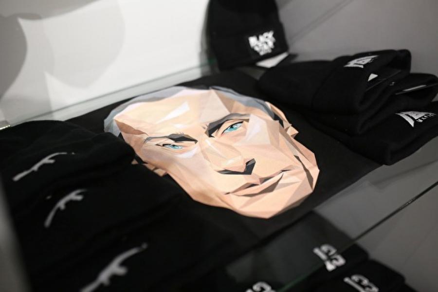 fb237046 - У Латвіі краму брэнда рэпера Цімаці прымусілі зняць з продажу адзенне з выявай Пуціна