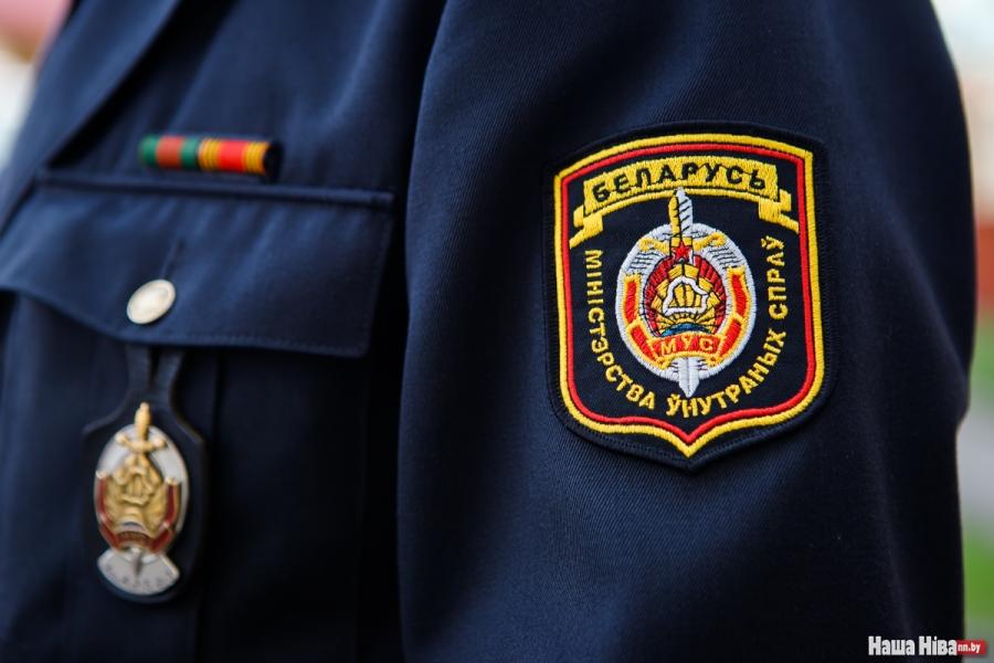 В Бобруйском районе инспекторы ГАИ увидели горящий дом и успели вытащи