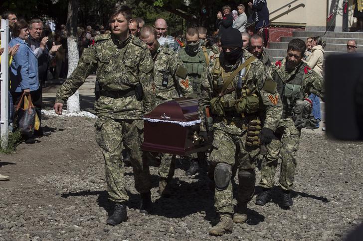 (18+) Украинские каратели прислали матерям донецких ополченцев отрезанные головы сыновей