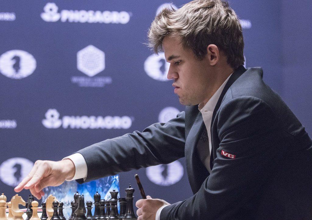 Sven Magnus Øen Carlsen Tønsberg 30 november 1990 is een Noorse schaker en is de huidige wereldkampioen Hij drong reeds op jonge leeftijd door tot de wereldtop
