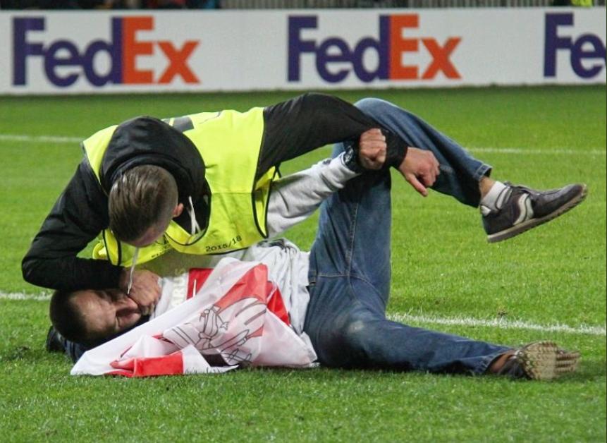 Арестованный за небелорусский флаг футбольный болельщик объявил голодовку в изоляторе