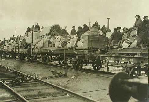 Бежанцы едуць на адкрытых платформах, Валынская вобласць, «Наша Нiва»