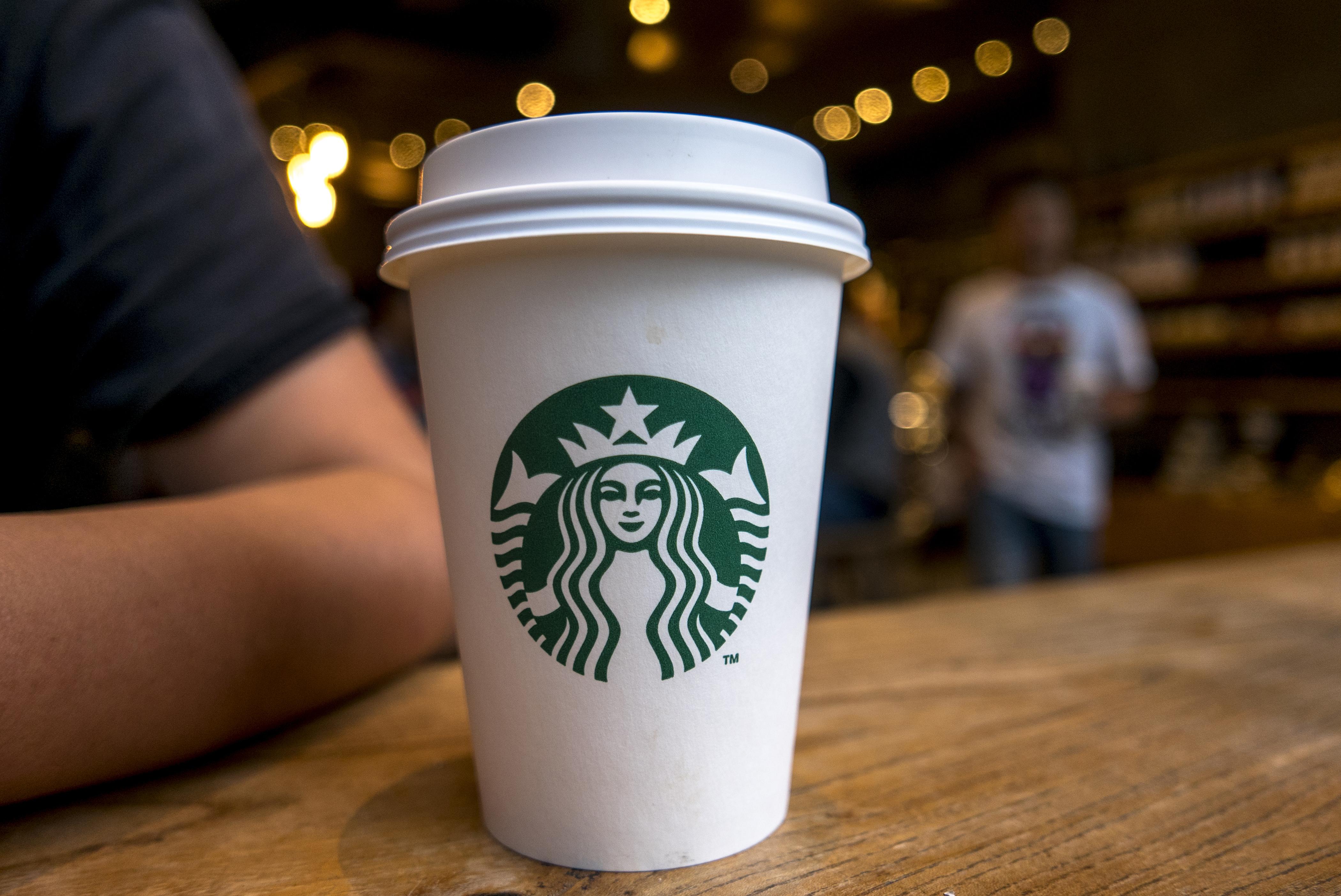Starbucks Corporation произносится Старбакс американская компания по продаже кофе и